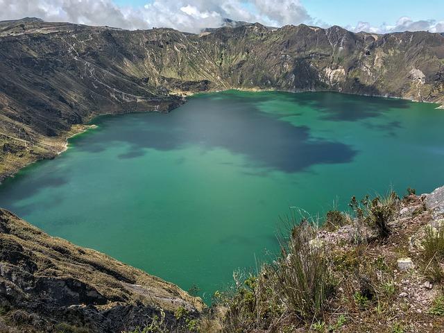 lago quilotoa ecuador
