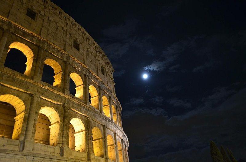 coliseo romano noche